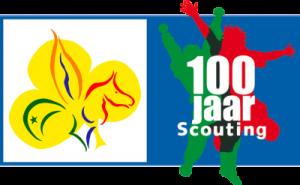 Het logo van 100 jaar Scouting in Nederland, in combinatie met ons groepslogo