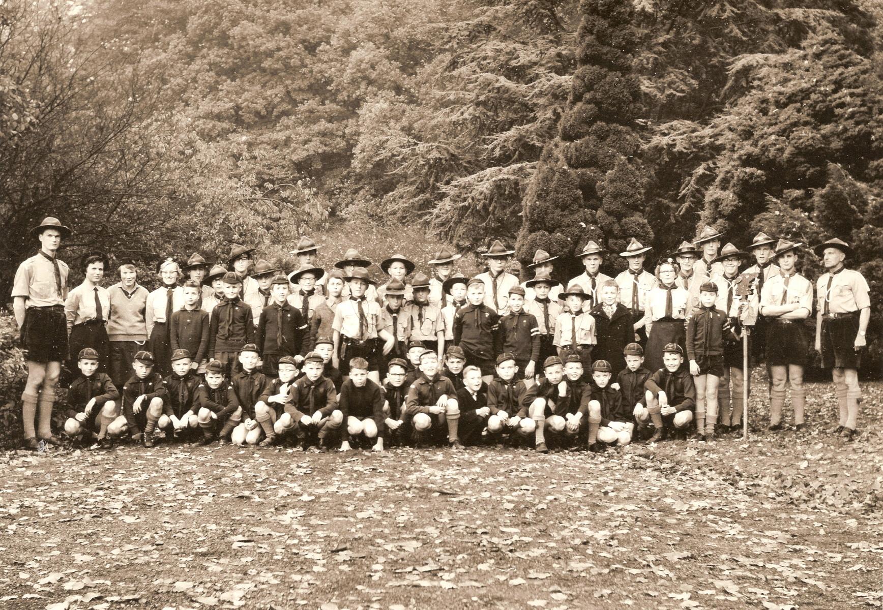 Een groepsfoto uit de jaren '60. Het is niet bekend in welk jaar de foto gemaakt is.