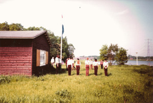Het openen bij de vlaggenmast naast het verkennerslokaal - 1985