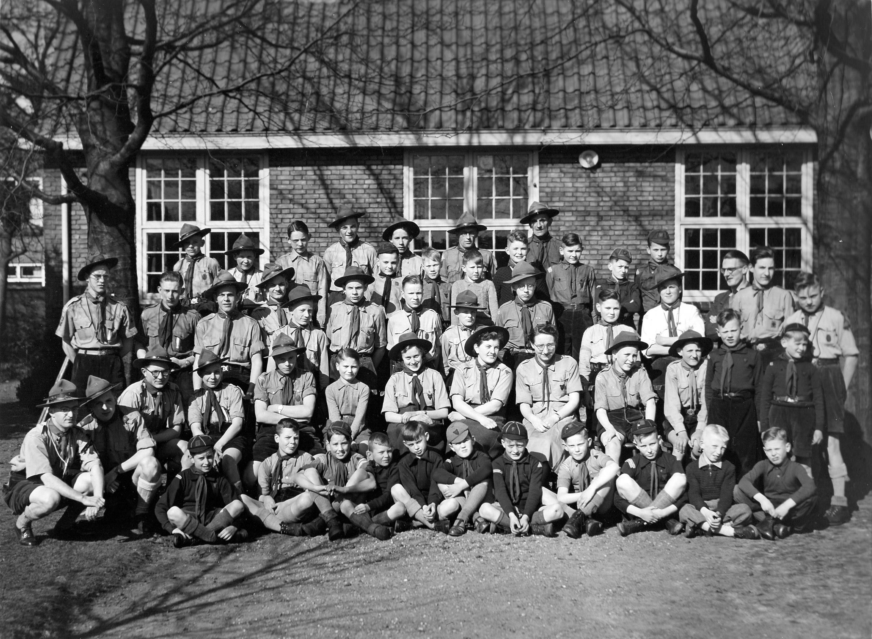 De groepsfoto uit 1952 - Klik op de foto voor een vergroting!