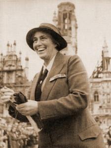 Lady Baden-Powell in Middelburg tijdens haar bezoek aan Nederland in 1946