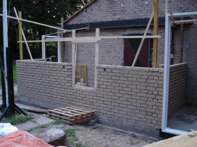 uitbreiding clubgebouw - De binnenmuren zijn half op hoogte, de aanbouw krijgt eindelijk vorm! (23 augustus)