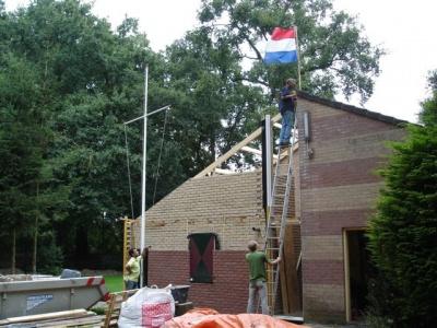 uitbreiding clubgebouw - Het hoogste punt is bereikt!! De vlag gaat in top. (31 augustus)
