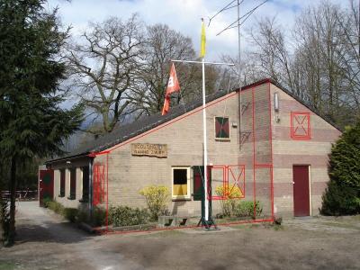 clubgebouw bewerkt met uitbreiding