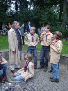 Bezoek gemeente 2007 - burgemeester Den Oudsten in gesprek met verkenners