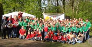 Jubileum 65 jaar Scouting Nanne Zwiep - groepsfoto met burgemeester